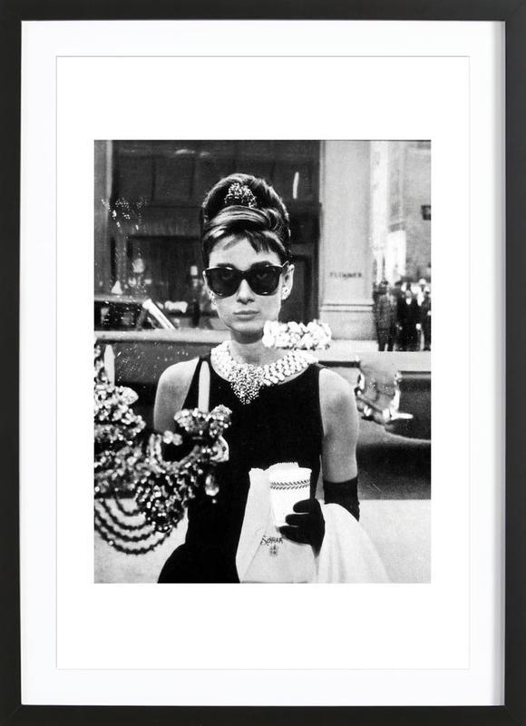 Audrey Hepburn in Breakfast at Tiffany's, 1961 affiche sous cadre en bois