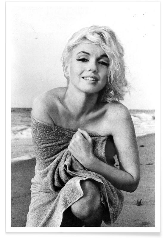 Marilyn Monroe on the sea shore affiche