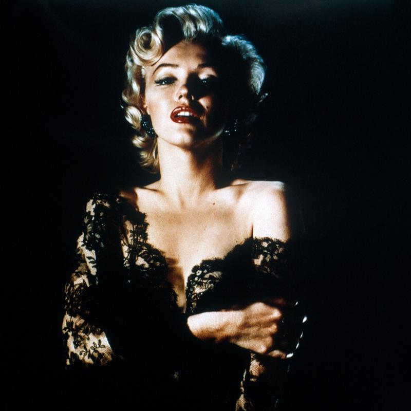 Marilyn Monroe wearing Black Lace toile