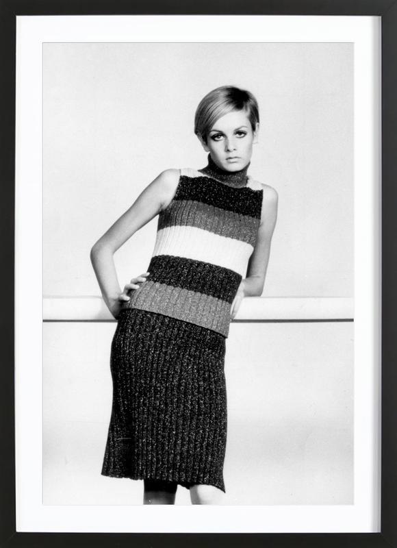 Twiggy in a knitted suit affiche sous cadre en bois