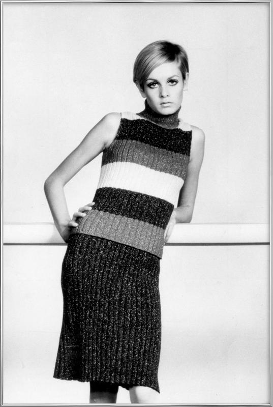 Twiggy in a knitted suit Poster in Aluminium Frame