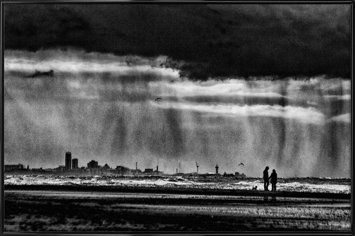 On The Beach - Susanne Stoop -Bild mit Kunststoffrahmen