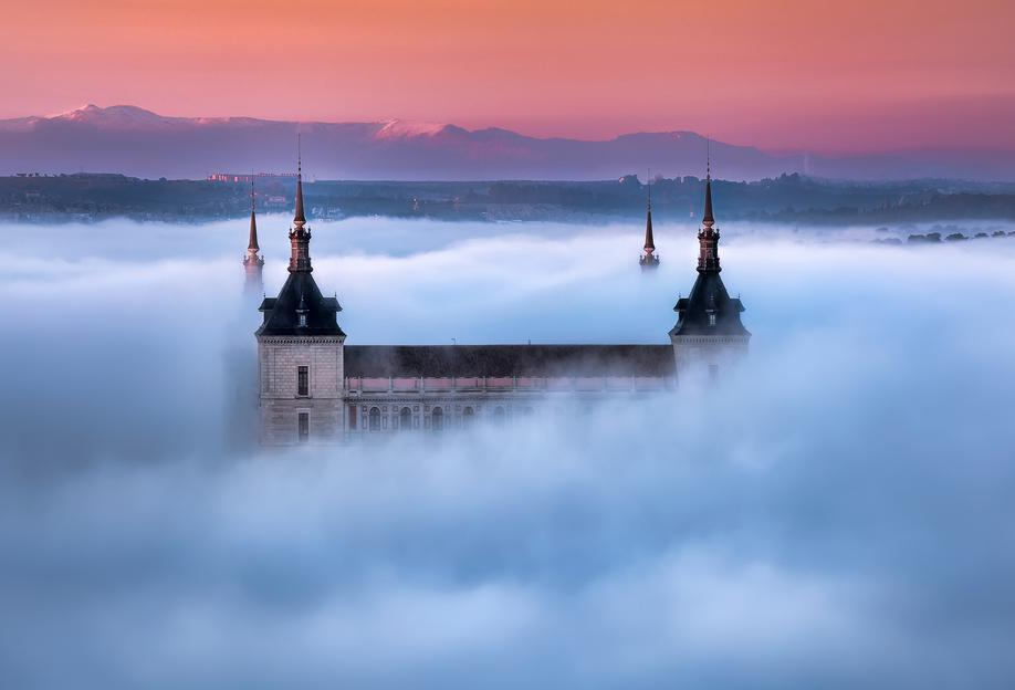 Toledo City Foggy Sunset - Jesús M. Garcia -Acrylglasbild