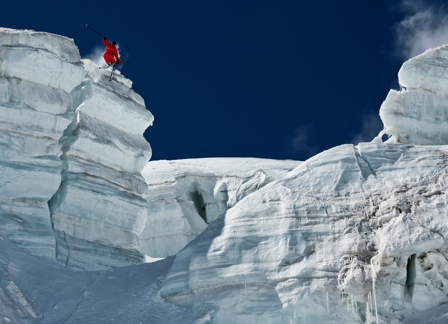 Cliff Jumping - Tristan Shu -Leinwandbild