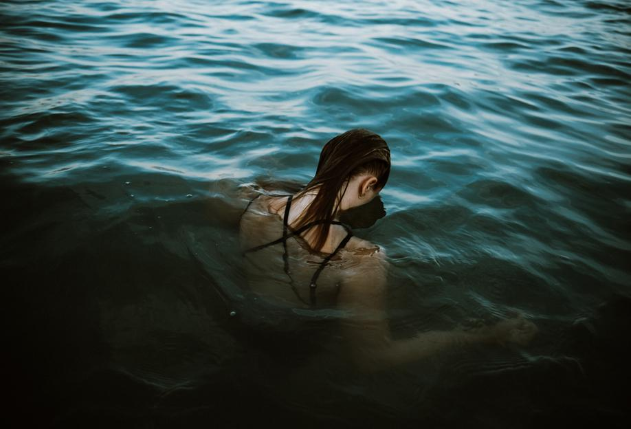 Drowning -Acrylglasbild
