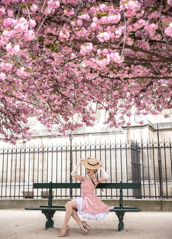 Lady at the Cherry Blossom -Leinwandbild
